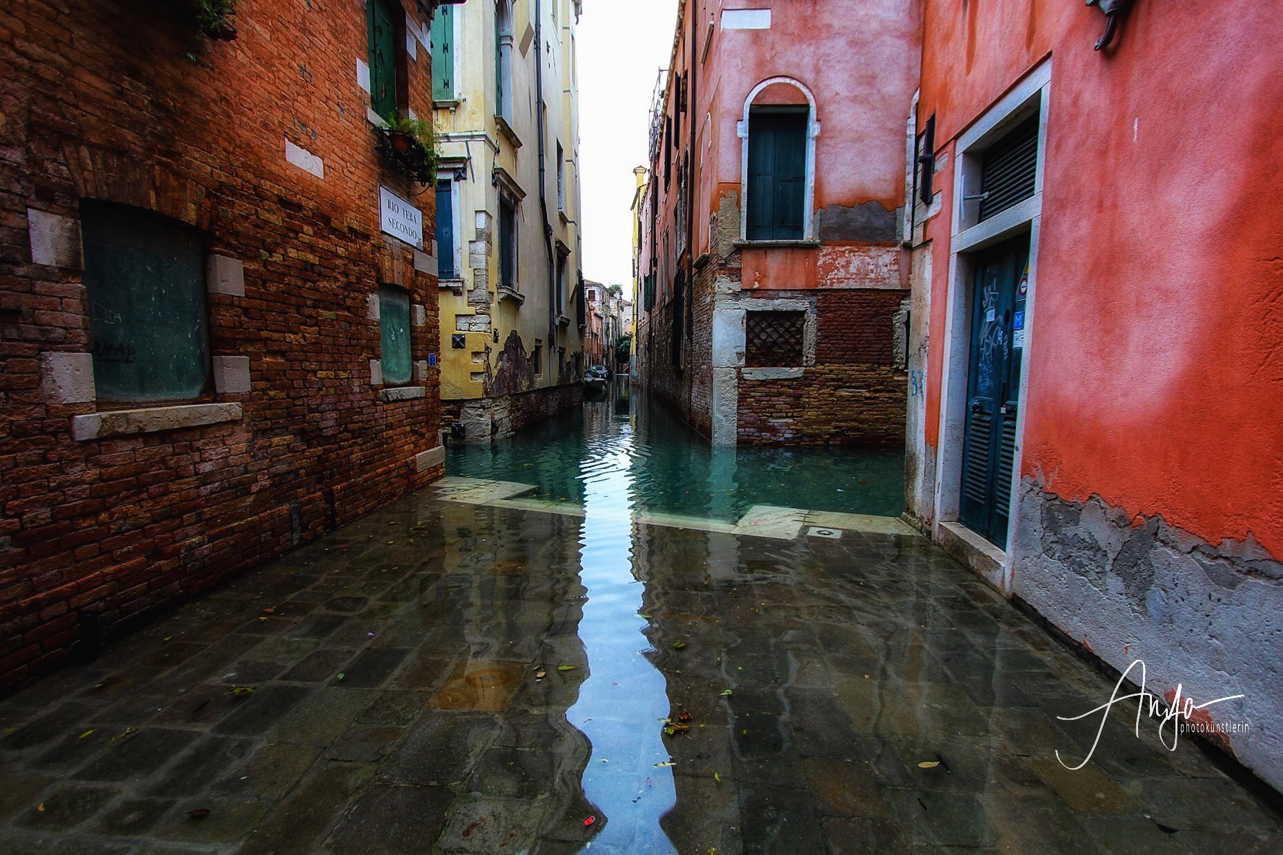 Live: High Water in Venice.
