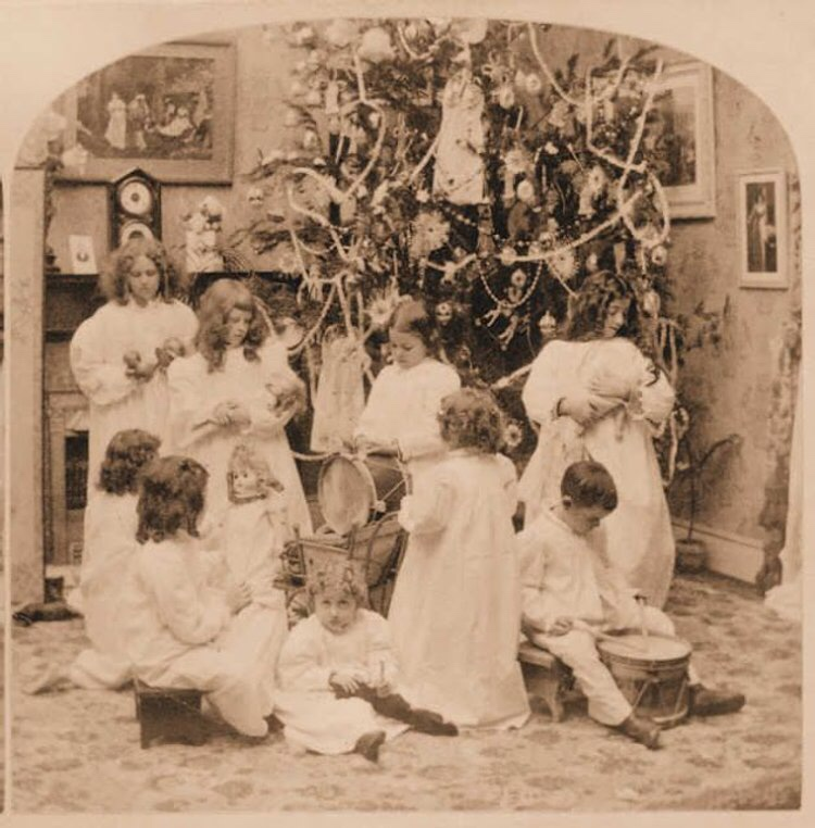 16# Rare Vintage Photos of Christmas From the Victorian Era